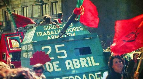 Nellikrevolusjonen i Portugal. Foto: Henrique Matos