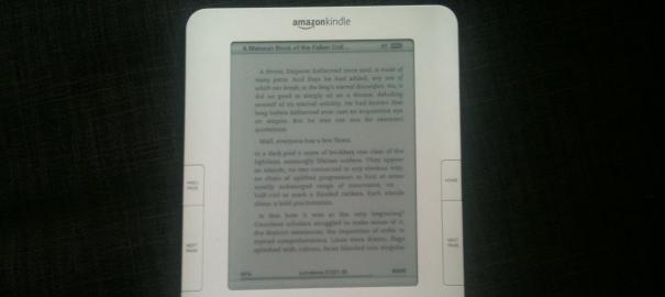 Amazon Kindle 2. Bildet er tatt med Iphone...
